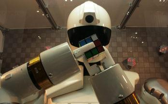 2robots_jr2811074.jpg