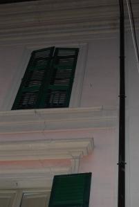 Grietas en un edificio público
