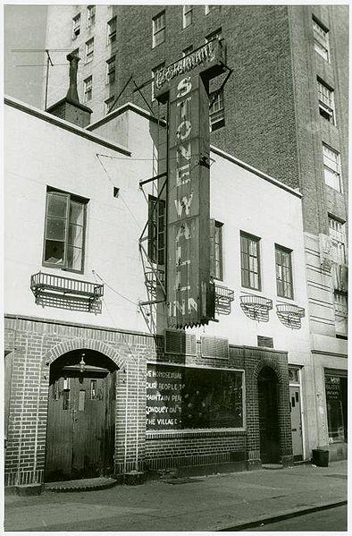 El bar Stonewall Inn en septiembre de 1969, después del famoso disturbio