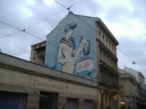 Anuncio de Pepsi en la fachada de un edificio