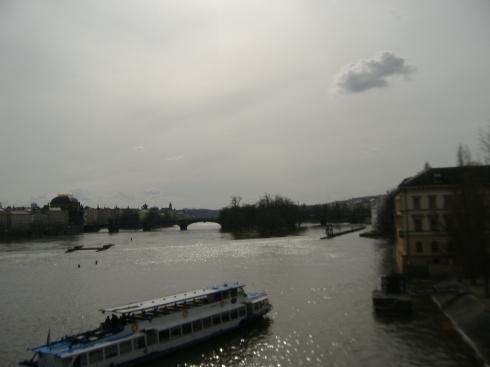 El río Moldava visto desde el Puente Carlos